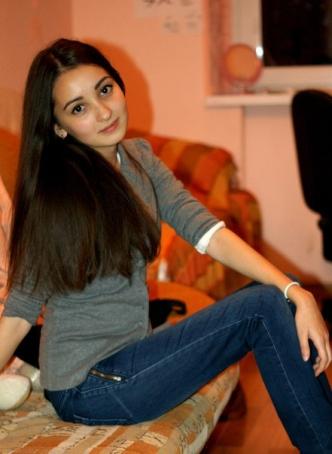 Nadia_Hess_280